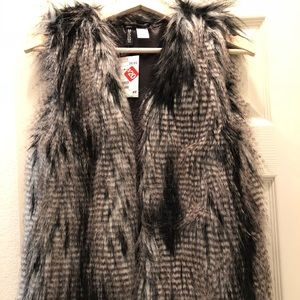 Brand New H&M faux fur vest sz. 4